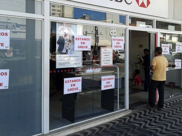 Em Poços de Caldas, MG, funcionários de bancos públicos e privados estão em greve (Foto: Gustavo Mendanha/ACS SINTRAF-PCR)