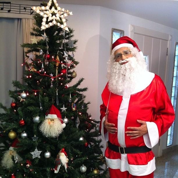 Latino posta foto vestido de Papai Noel (Foto: Reprodução / Instagram)