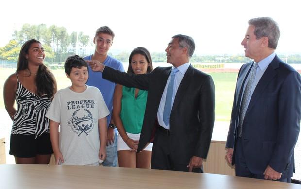 Romário e Luiz Estevão (Foto: Fabrício Marques / GLOBOESPORTE.COM)