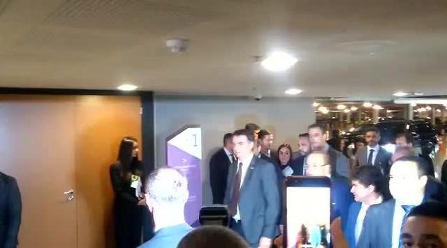 Jair Bolsonaro é recebido por Ibaneis Rocha em encontro de governadores no CICB