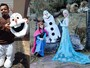 "Vestido de ""Olaf"", halterofilista faz bico como animador para reforçar renda"