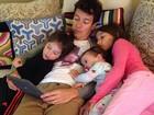 Rodrigo Faro curte chamego com as filhas em Miami