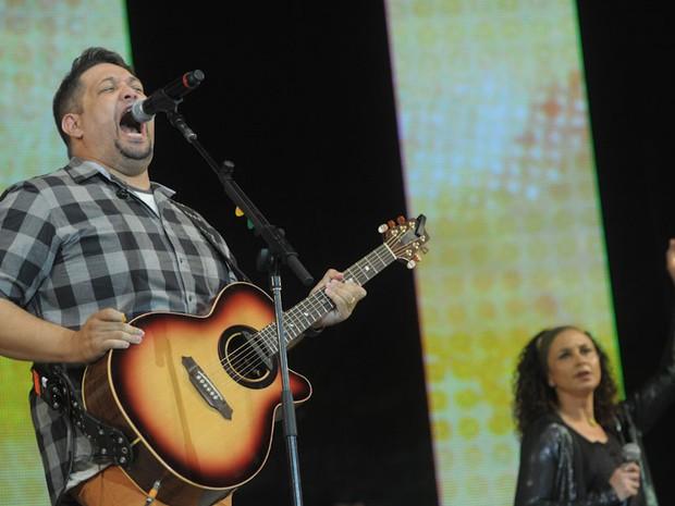 O cantor Fernandinho toca no Festival Promessas 2012, em São Paulo (Foto: Flavio Moraes/G1)