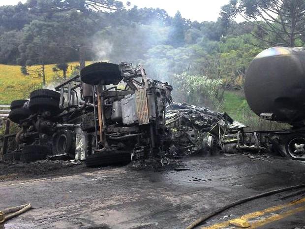Acidente envolve dois caminhões na Região Norte do RS (Foto: Rádio Vang FM/Divulgação)