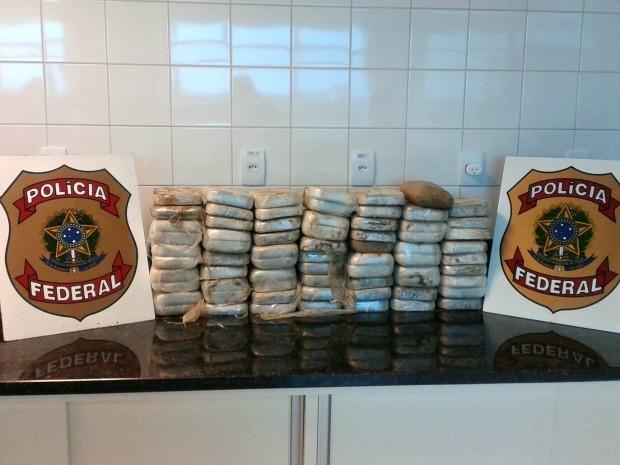 PF apreendeu cerca de 75 kg de pasta base de cocaína (Foto: Divulgação/PF-AC)