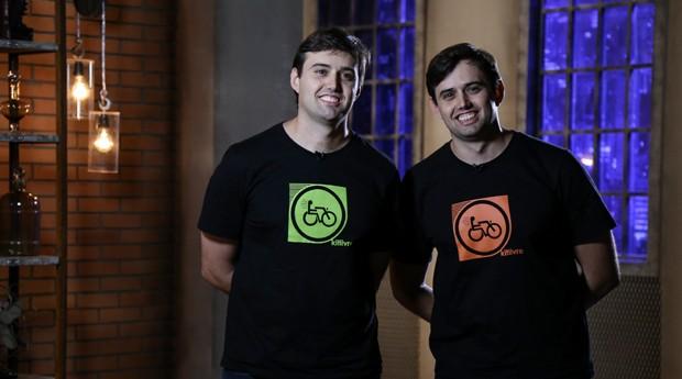 A empresa Livre, dos irmãos Júlio e Lúcio Oliveto, comercializa um acessório que transforma cadeiras de rodas em triciclos elétricos (Foto: Divulgação)