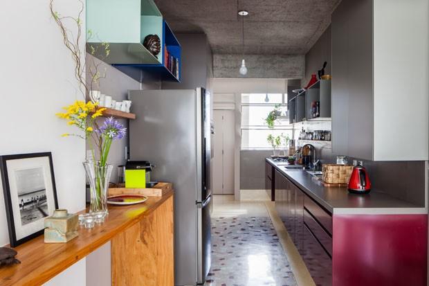 Reforma de apartamento em SP valoriza arquitetura da década de 1960 (Foto: Vivi Spaco)