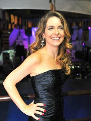 Claudia Abreu não consegue eleger sua cena preferida de Chayene por gostar de todas (Foto: Cheias de Charme / TV Globo)