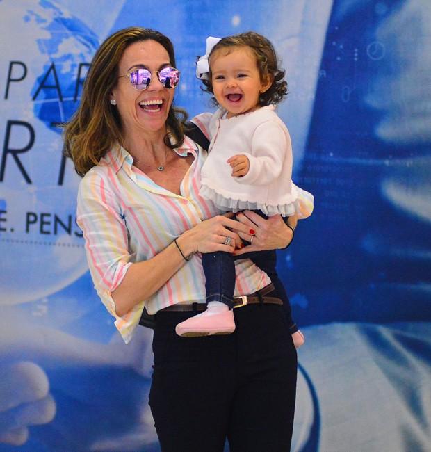 Flávia Monteiro e Sophia (Foto: William Oda/AgNews)