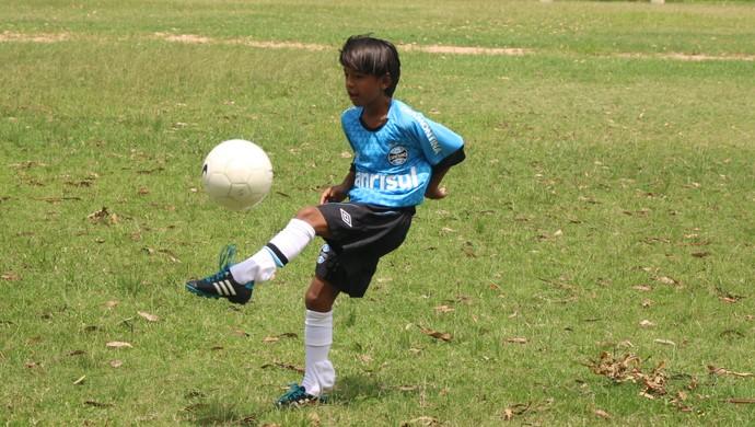 Emanuel Ferreira Manu Grêmio meia 9 anos (Foto: Eduardo Moura/Globoesporte.com)