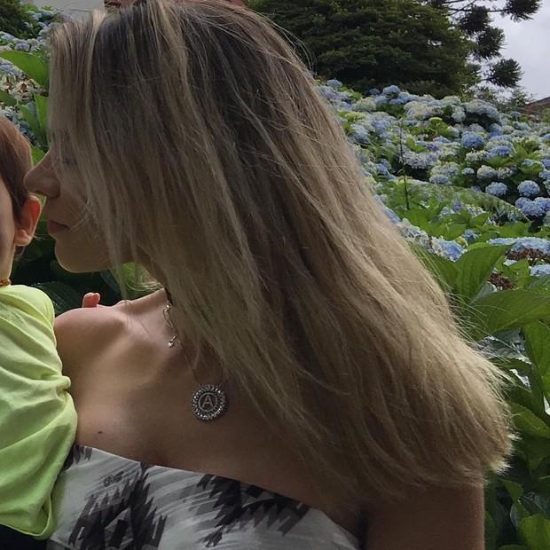 Adriana com seu filho (Foto: Reprodução / Instagram)