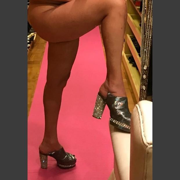 Roberta Miranda mostra as pernas (Foto: Reprodução/Instagram)