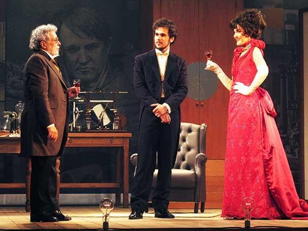 Em cena Larissa Maciel dá vida a uma mulher-robô (Foto: Divulgação)