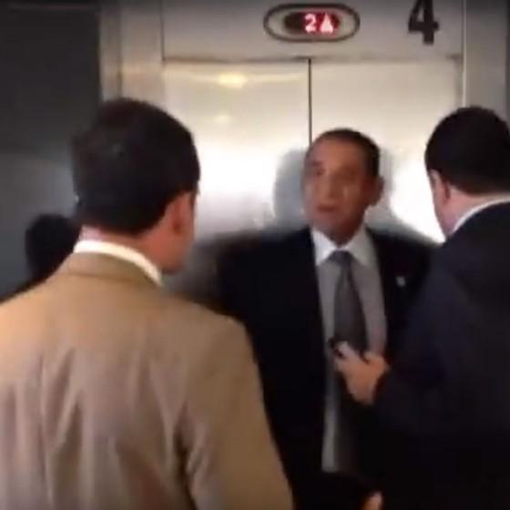 Deputados são barrados na portaria do Palácio do Planalto (Foto: Reprodução)