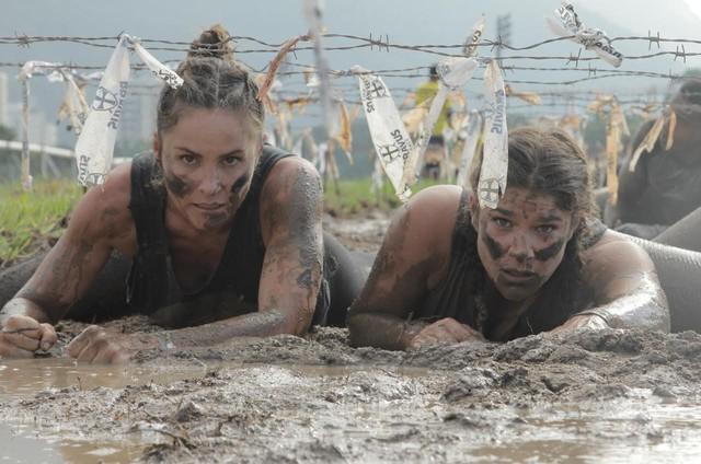 Juliana Sana e Priscila Fantin participaram de uma corrida de obstáculos para o 'Mulheres espetaculares' (Foto: Thais Taverna)