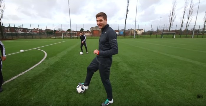 BLOG: Quer aprender a chutar? Assista a este vídeo de Steven Gerrard com freestylers