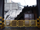 Com ventos e chuvas, parte de teto de fábrica desaba em Sobral, no Ceará