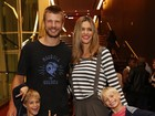 Fernanda Lima e Rodrigo Hilbert levam filhos ao teatro