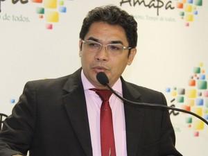 Secretário de Administração Agnaldo Balieiro confirmou que vai pedir correção de dados (Foto: Sal Lima/Agência Amapá)