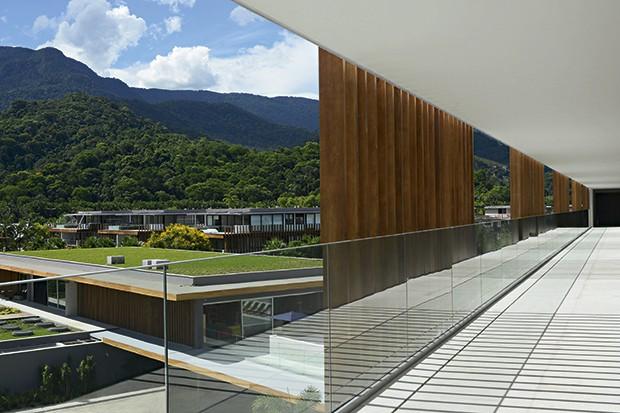 O corredor que dá acesso aos quartos (Foto: Camilla Maia)
