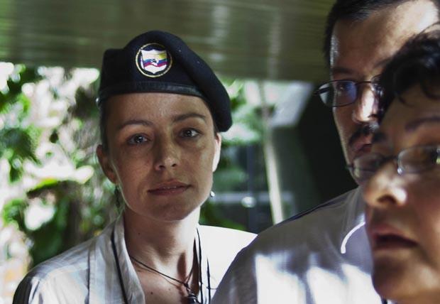 A rebelde holandesa das Farc, Tanja Nijmeijer, chega para negociar nesta segunda-feira (19) (Foto: AFP)