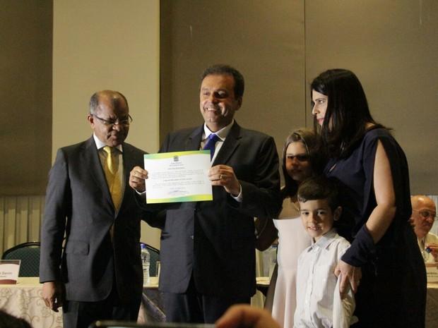 Prefeito reeleito, Carlos Eduardo foi diplomado na tarde desta segunda (19) (Foto: Alex Régis/Prefeitura de Natal)
