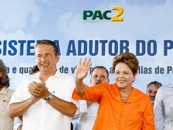 Dilma e Eduardo inauguram trecho da obra da Adutora do Pajeú, no Sertão de PE (Foto: Roberto Stuckert Filho/PR)