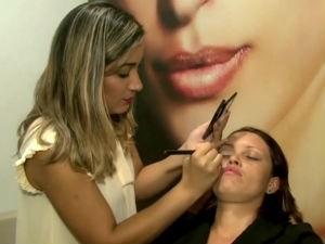 'Emprego e Renda' mostra o trabalho dos maquiadores (Foto: Divulgação/TV Gazeta)
