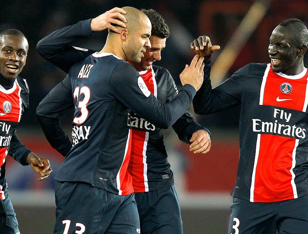 Alex comemora gol do PSG contra o Montpellier (Foto: Reuters)