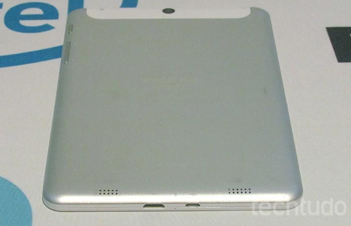 As portas mini HDMI e micro USB ficam embaixo do tablet  (Foto: Paulo Alves/TechTudo)