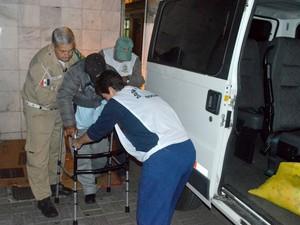 Moradores de rua são levados para abrigo da cidade (Foto: Ascom Teresópolis)