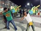 Deborah Secco e Hugo Moura recriam pose clássica de Usain Bolt