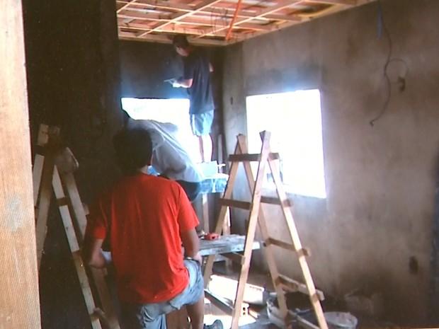 Segundo o MPT, imigrantes moravam e trabalhavam em obra de restaurante (Foto: MPT/Divulgação)