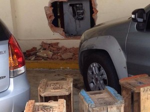 Caixa eletrônico de supermercado é arrombando em Cariacica, Espírito Santo (Foto:  Nina Almeida/ VC no ESTV)