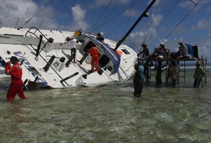 barco  Westas Wind encalhado na Volvo Ocean Race (Foto: Site Oficial Volvo Ocean Race)