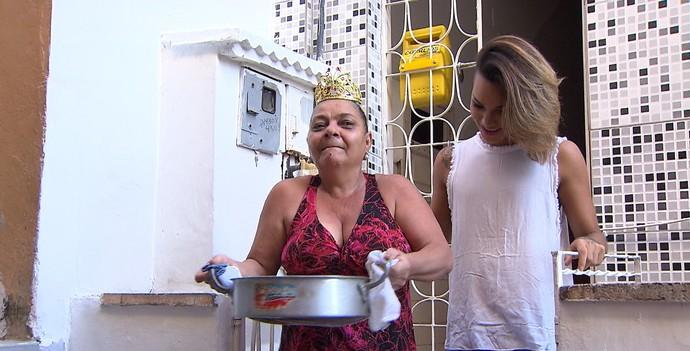 A farofa pernambucana de Rosinha é o prato preferido de Romário (Foto: TV Bahia)