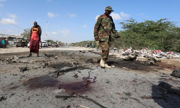 O al Shabaab, que já dominou grande parte da Somália, quer derrubar o governo do presidente Hassan Sheikh Mohamud, apoiado pelo ocidente. (Foto: Reuters)