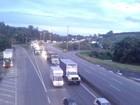 Caminhoneiros liberam BR-101 em Araquari, após negociação com PRF