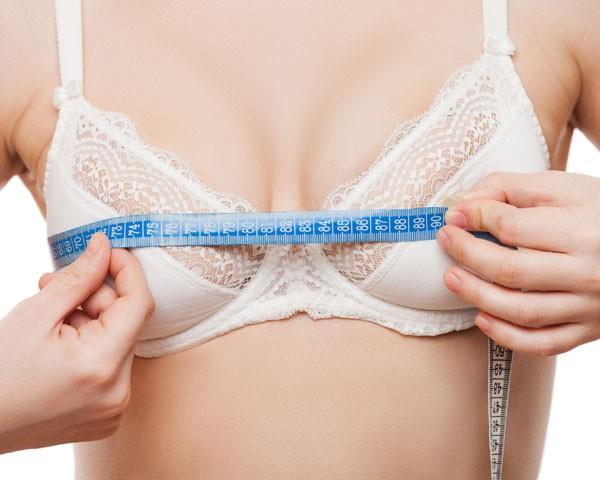 """""""Temos notado um crescimento de 30% de mulheres interessadas em diminuir o mamilo no último ano"""" (Foto: Thinkstock)"""
