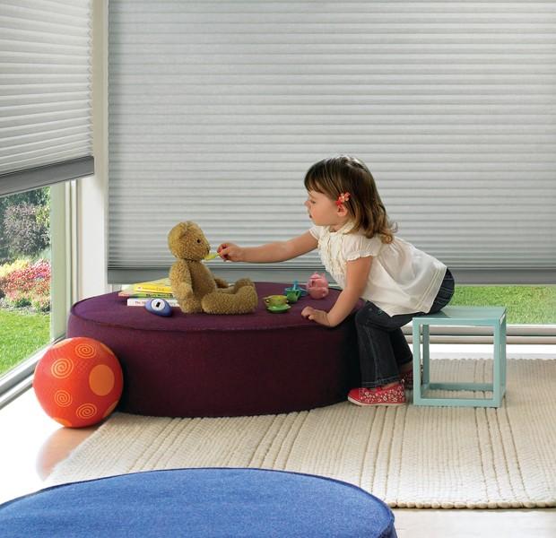 Os sistemas de acionamento inteligentes da Hunter Douglas oferecem um ambiente mais seguro às crianças  (Foto: Divulgação)