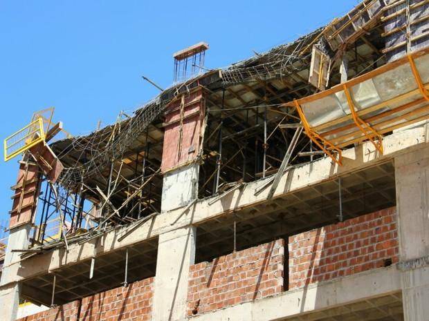 Operários estavam em um andaime no sexto andar quando ocorreu o desabamento. (Foto: Jonathan Lins/G1)