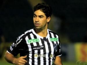 Jogador baiano chega para reforçar time de Alagoas (Foto: Reprodução/TV Gazeta)