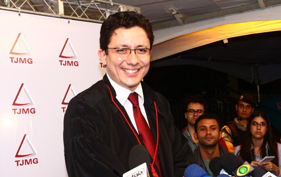 Promotor Henry Wagner sorri após condenação de Bola (Foto: Maurício Vieira/G1)