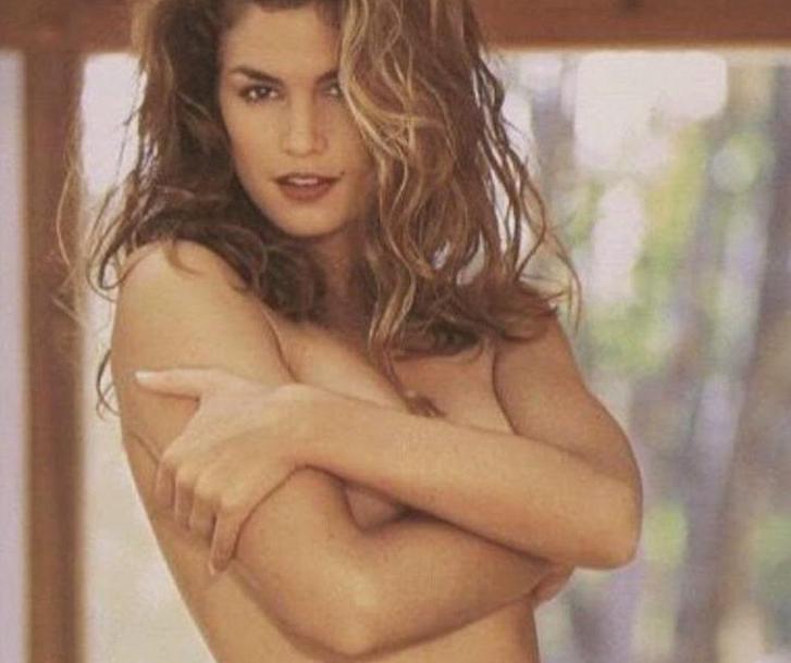 Cindy Crowford posta foto de topless tirada nos anos 1990 (Foto: Reprodução)