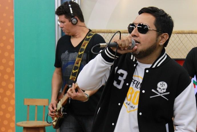 Nelson Rodrigues canta profissionalmente desde 1997 (Foto: Katiúscia Monteiro/ Rede Amazônica)
