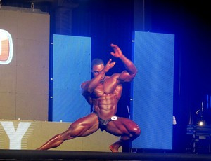Arnold Schwarzenegger Brandon Curry fisiculturismo (Foto: Amanda Kestelman)