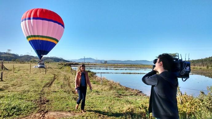 Mistura com Camille Reis fez passeio de balão  (Foto: Lívia Andrade/RBS TV)