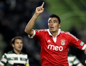 Oscar Cardozo gol Benfica (Foto: EFE)