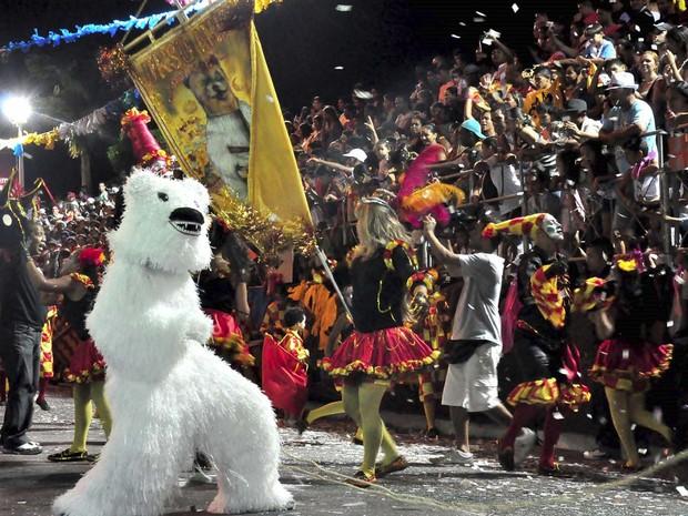 Ala ursas desfilaram na noite da segunda-feira (11) na Avenida Duarte da Silveira (Foto: Deyse Euzébio/Secom-JP)