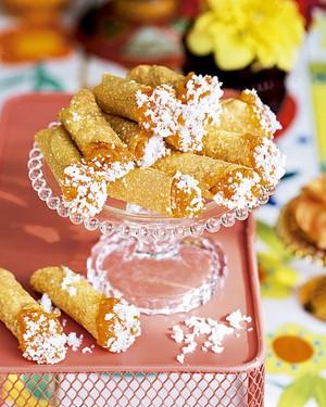 Canudinho de milho com doce de abóbora (Foto: Elisa Correa/Editora Globo)